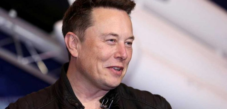 'SNL' Welcomes Elon Musk, Fans Call Out Lorne Michaels Amid Musk's COVID-19 Tweets