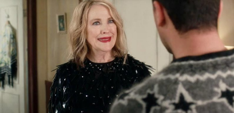 25 'Schitt's Creek' Quotes For Funny Mother's Day Captions From Mom's Favorite Bébé
