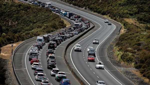 Aucklanders face eight hours of bumper-to-bumper traffic returning home after long weekend