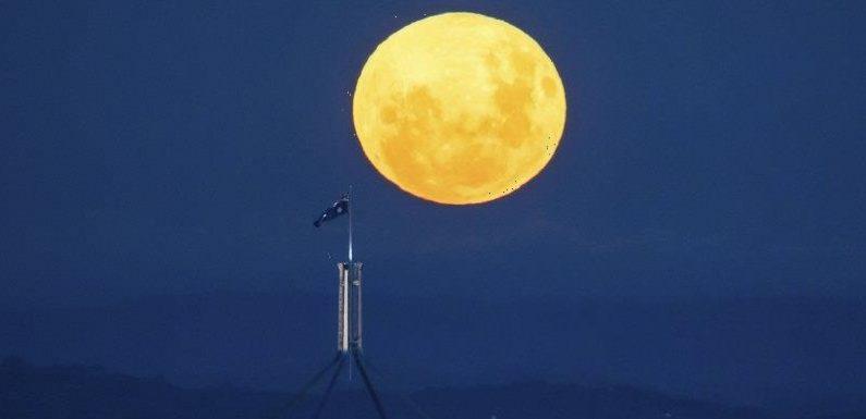 Full moon rising: Supermoon lighting up the night sky