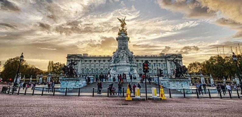 Inside The Secret Rooms Of Buckingham's Palace