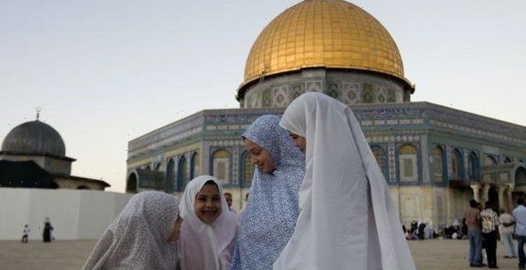 Is Ramadan Mubarak or Ramadan Kareem the correct greeting?