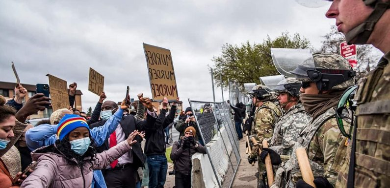LIVE UPDATES: Minnesota police, protesters clash after Daunte Wright shooting; dozens arrested