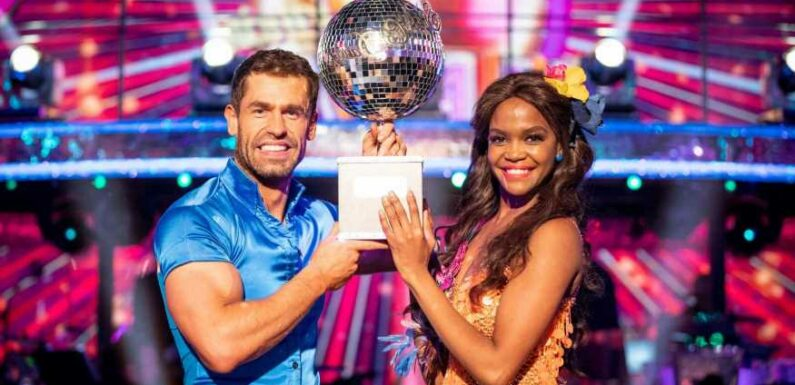 Does the Strictly winner get to keep the Glitterball Trophy?
