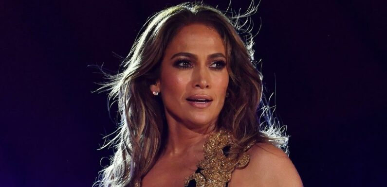 This J. Lo-Approved Detangling Brush Is on Sale for Just $12 at Nordstrom