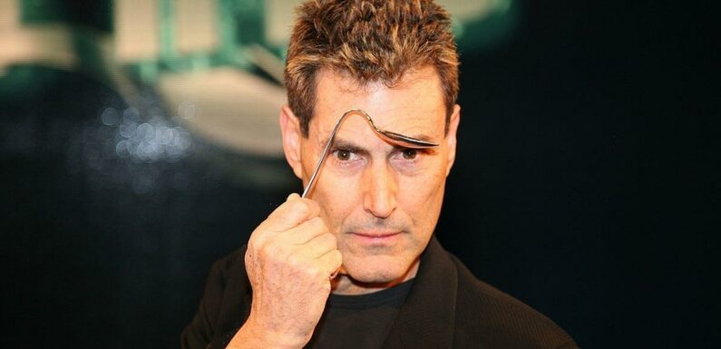 Facebook, Instagram and WhatsApp were downed by aliens, Uri Geller claims