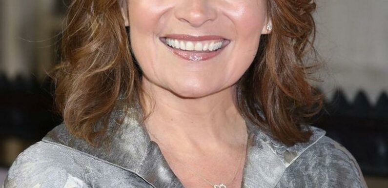 Lorraine Kelly delights fans with glamorous snap of her lookalike daughter Rosie